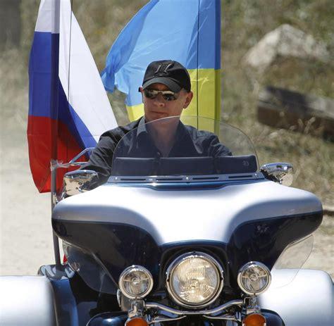 Motorrad Club Russland by Russisches Staatsoberhaupt Putin L 228 Sst Sich Seiner