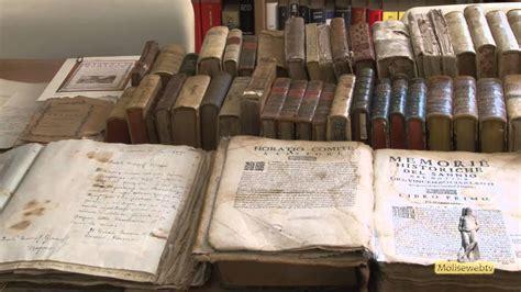 libreria comunale libri antichi in mostra alla libreria comunale di