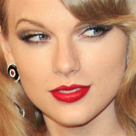 what red lipstick does taylor swift wear 2015 taylor swift makeup gold eyeshadow taupe eyeshadow red