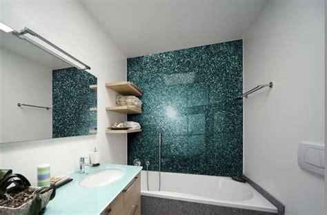 badezimmerwand kunst ideen glas statt fliesen im bad pflegeleicht und dekorativ