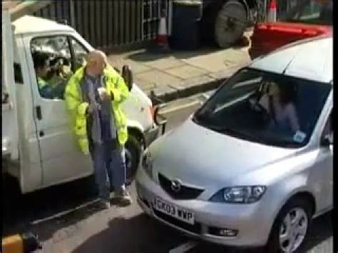 donna al volante pericolo donna al volante pericolo costante