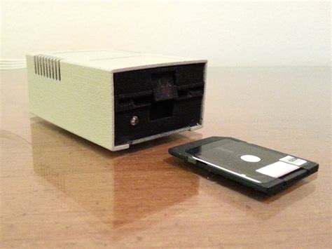 Disk Reader sd card reader in a miniature apple ii floppy drive