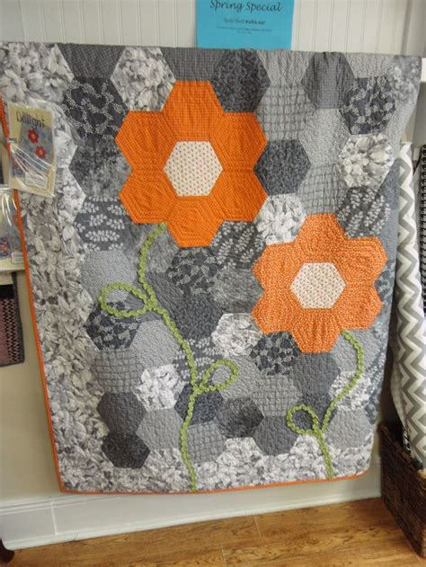 Hexagon Quilts Layout by 17 Best Ideas About The Hexagon On Hexagon