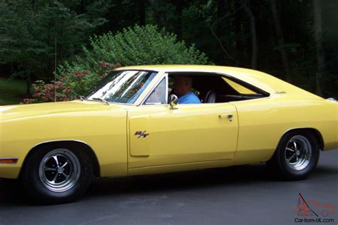dodge charger bumble bee 1970 dodge charger r t 440 6 pack yellow with bumble bee