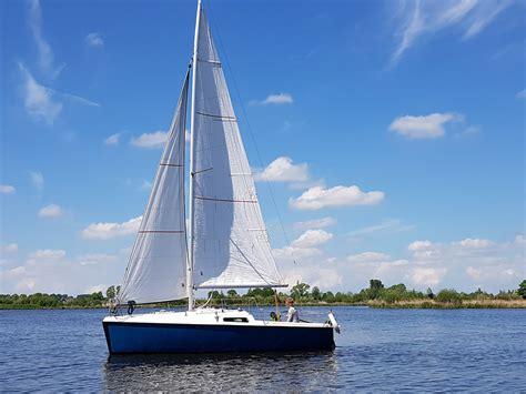 snelle kajuitzeilboot kenmerken
