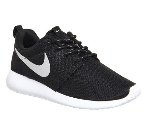 Nike Rhose nike roshe run black metallic white unisex sports
