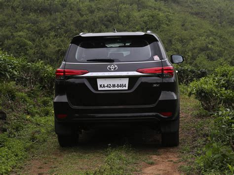 wallpaper car toyota toyota fortuner wallpapers free