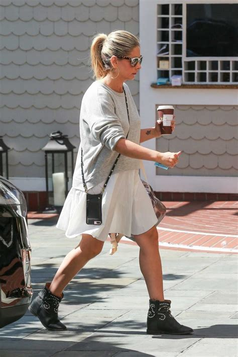Michelles Arrives At Nyc Apt This Morning by Gellar Grabs A Coffee Out In Santa