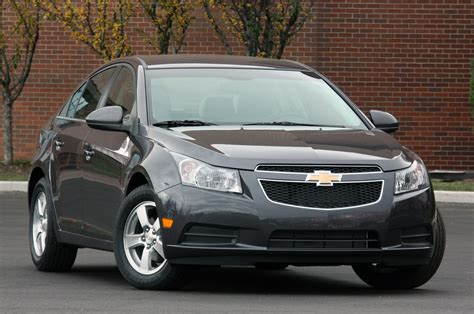 chevy cruze grey gm canada under fire for cruze fuel economy issues autoblog