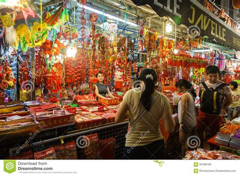 new year vendors singapore chinatown vendor selling new year decorations