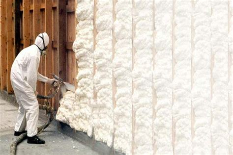 fiberglass insulation vs spray foam insulation