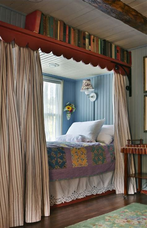 colorful cozy gosherd valley cottage  missouri