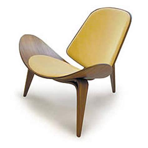 soy fashionista three legged chair