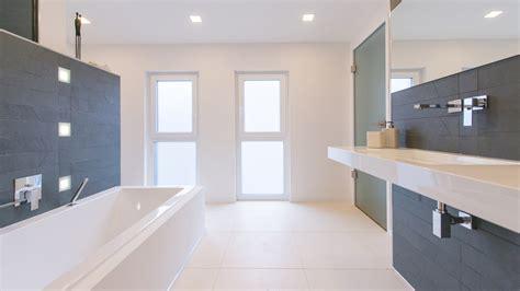 Großer Badezimmerspiegel by K 252 Chen Landhausstil