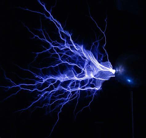 Tesla Coil Electricity Tesla From Thinkgeek Bladebarrelbezel