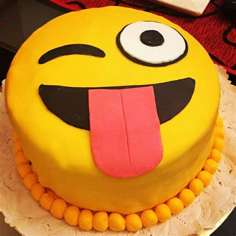emoji cake 1000 ideas about emoji cake on pinterest cakes