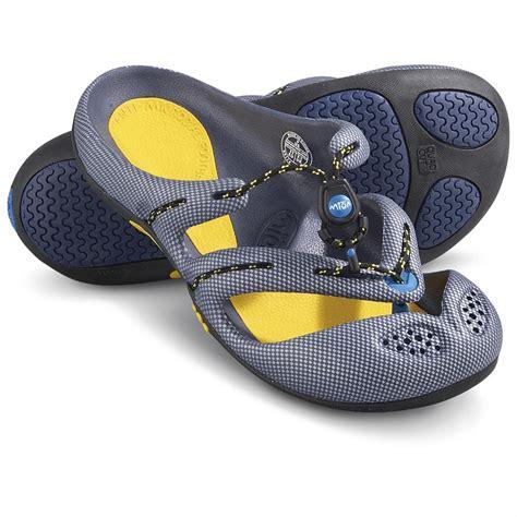 boat shoes and slacks men s mion 174 by timberland 174 slack tide thong sandals met