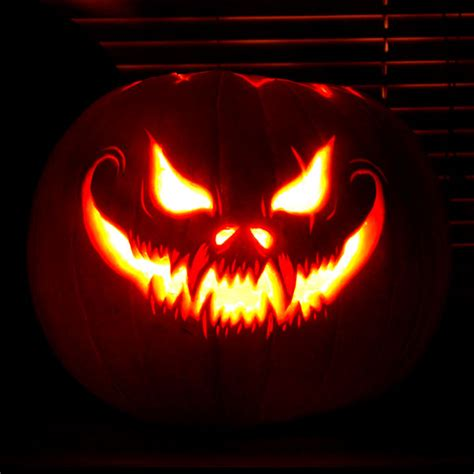 pumpkin carving ideas 125 halloween pumpkin carving ideas digsdigs