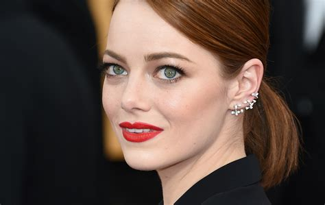 emma stone big eyes emma stone did one of the worst things ever after her