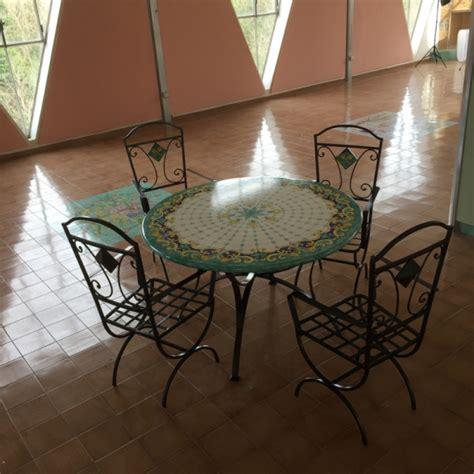tavoli ceramica vietri tavolo tondo in pietra lavica ceramizzato tipo costa di