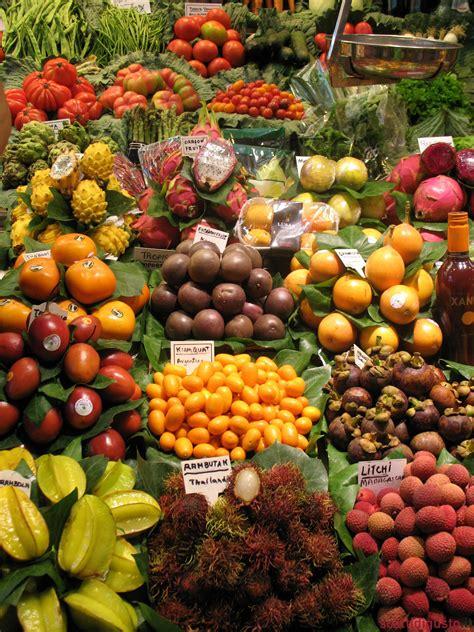 banchi frutta barcellona guida ai migliori banchi della boqueria