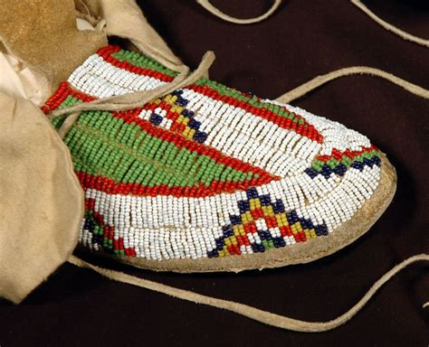 how to bead leather moccasins 17 best images about americans moccasins on