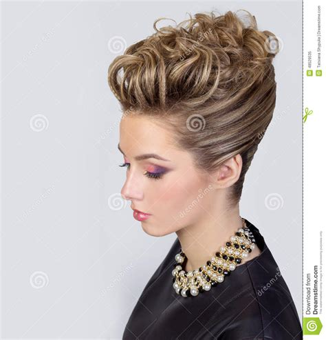 Make Up Dan Hairdo Di Salon beautiful with evening make up and salon hairdo smoky complicated hairstyle