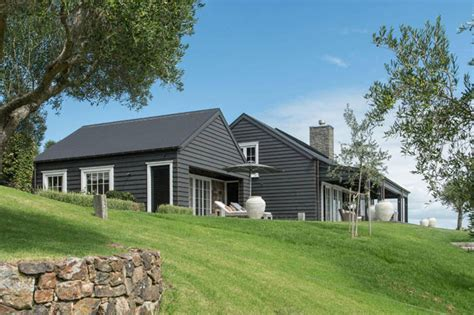 Backyard To Die For At A Modern Barn House In New Zealand Barn House Designs Nz