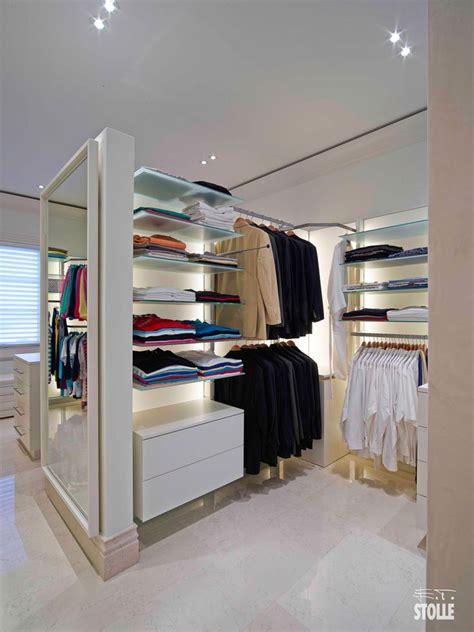 ankleidezimmer ideen kleiner raum die besten 25 begehbarer kleiderschrank regalsystem ideen