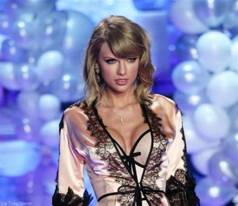 has taylor swift had a secret boob job insiders reveal photos did taylor swift get a boob job before and after