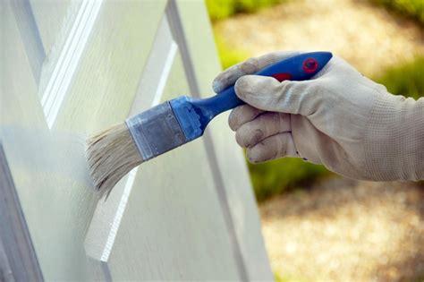 verniciare una porta sverniciare e verniciare una porta di legno fai da te