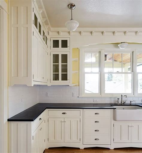 molding on top of kitchen cabinets molding at top of cabinets kitchen ideas pinterest