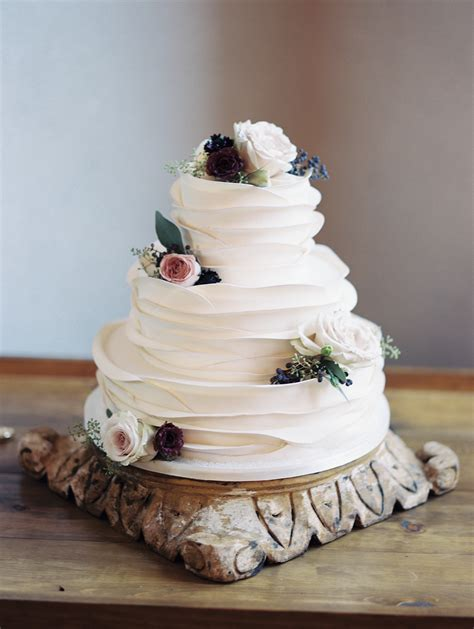 Wedding Cakes Tucson by Stylish Arizona Wedding With Secret Garden Vibes Ruffles