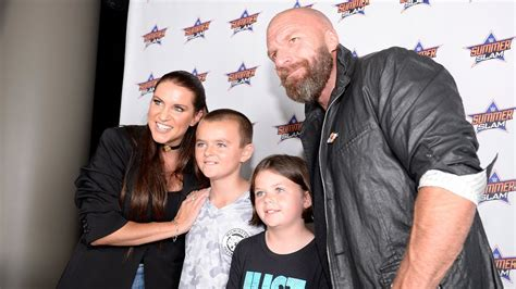 stephanie mcmahon asks triple h to sign the annulment triple h stephanie mcmahon meet the wwe universe in