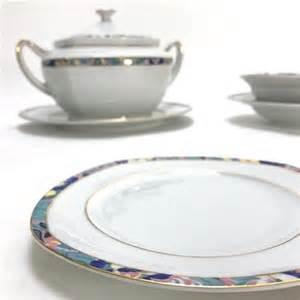 Superior Table Rouge Et Noir #12: Service-de-table-vaisselle-en-porcelaine-de-bavier.jpg