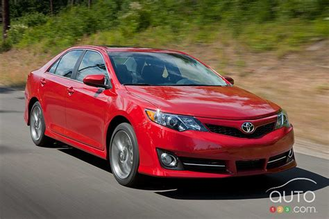 2012 Toyota Camry Se Review by 2012 Toyota Camry Se Car Reviews Auto123
