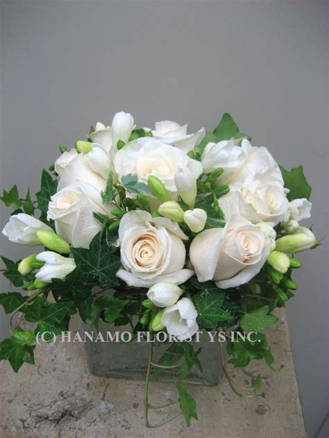 cube056 9 chagne white roses in 5 cube vase