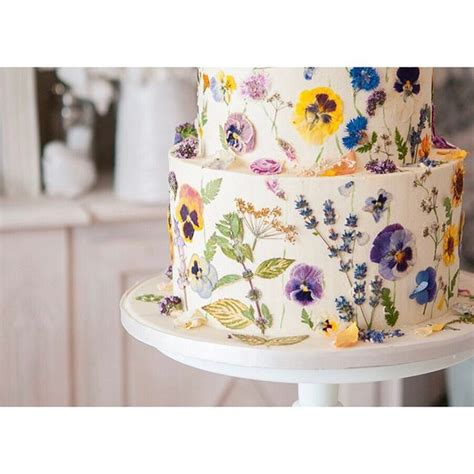 Wedding Cake Edible Flowers by The 25 Best Wedding Cake Edible Flowers Ideas On