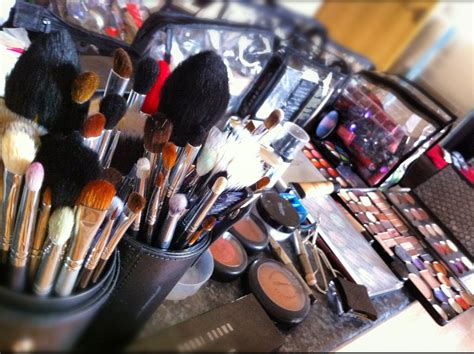 what product to use to shoo and set hair for black short hair styles showme makeup set up for today s photo shoot