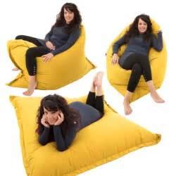 pouf et coussin de sol les 25 meilleures id 233 es concernant pouf poire lit sur cool stuff et lits avec oreillers