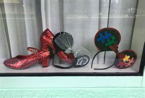 tips for decorating your disney resort window