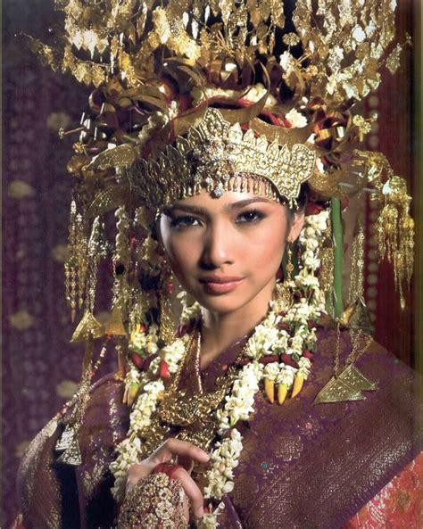 indonesian brides traditional clothes sumatra indonesia indonesia