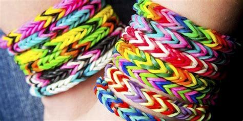 cornici sciarpe tutti pazzi per i braccialetti rainbow loom la moda