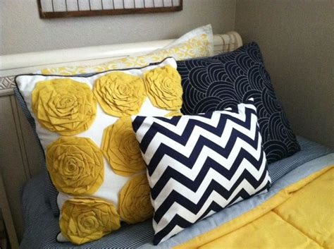 yellow and navy bedding best 25 navy yellow bedrooms ideas on pinterest