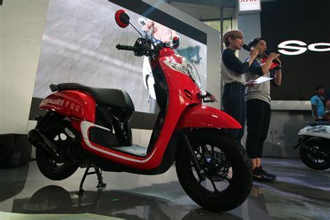 Sporty All New Scoopy Gry Honda Motor Otr Semarang lebih dekat dengan all new honda scoopy gilamotor