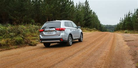 subaru outlander 2015 mitsubishi outlander v subaru forester suv comparison review