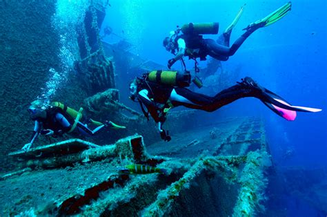 best wreck dives in the world which are the best wreck dives in cancun aquaworld