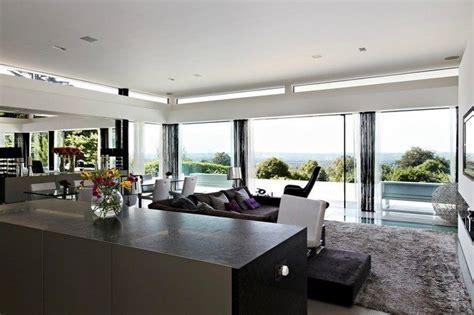 The Undeniable Beauty of Living Rooms with Glass Walls