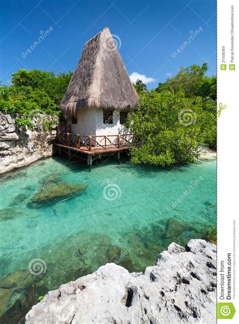 hutte sur l eau hutte mexicaine de jungle images stock image 21436084