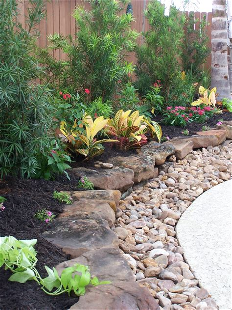 Gravel Beds Landscaping Flat Rocks With Gravel To Edge Plant Beds Could Do